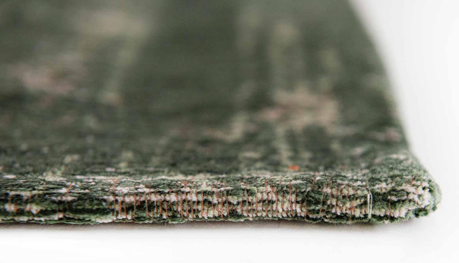 Louis De Poortere rug LX 9146 Fading World Majestic Forest side