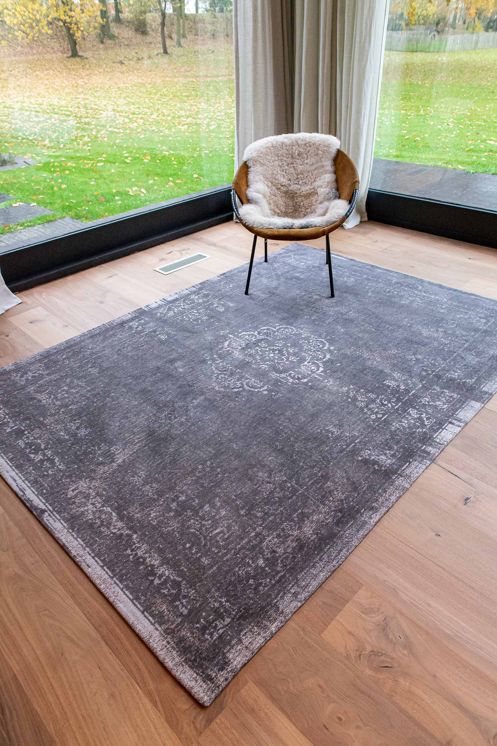 Louis De Poortere rug LX 9148 Fading World Stone interior 7